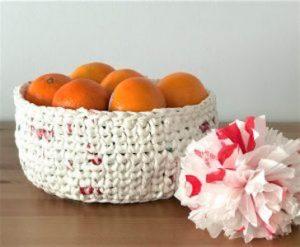 Plochet a Basket (Crochet with Plastic Bags)