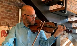 Violinist Travis Peterson at Mon Petit Cheri
